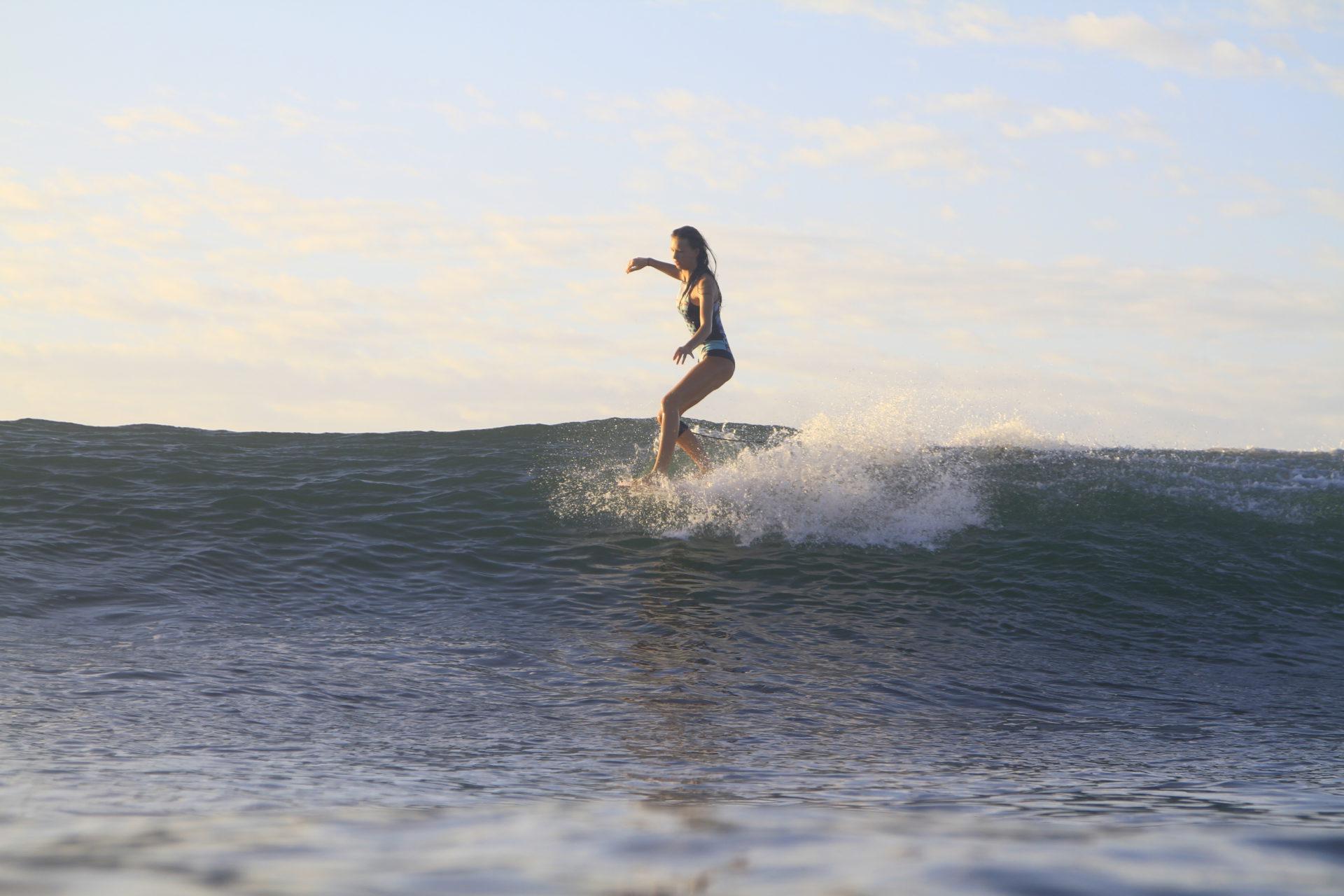 Beside Sport - Découvrez notre BESIDE GIRL: Zoé Grospiron - Zoé en pleine action sur sa longboard -