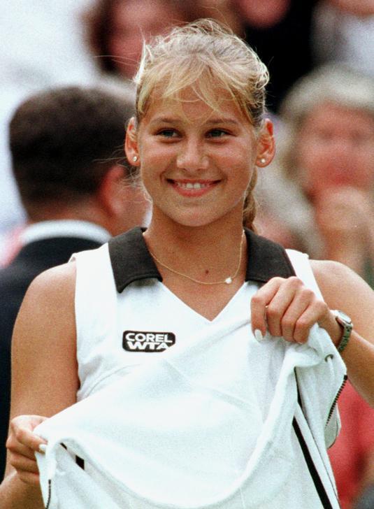 Beside Sport - Génie Bouchard, nouvelle Anna Kournikova? - La jeune russe à 16 ans -