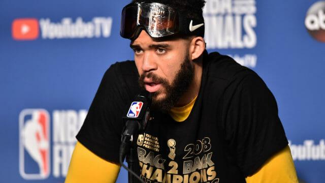 Pourquoi les joueurs NBA portent des masques de ski pour célébrer un titre?
