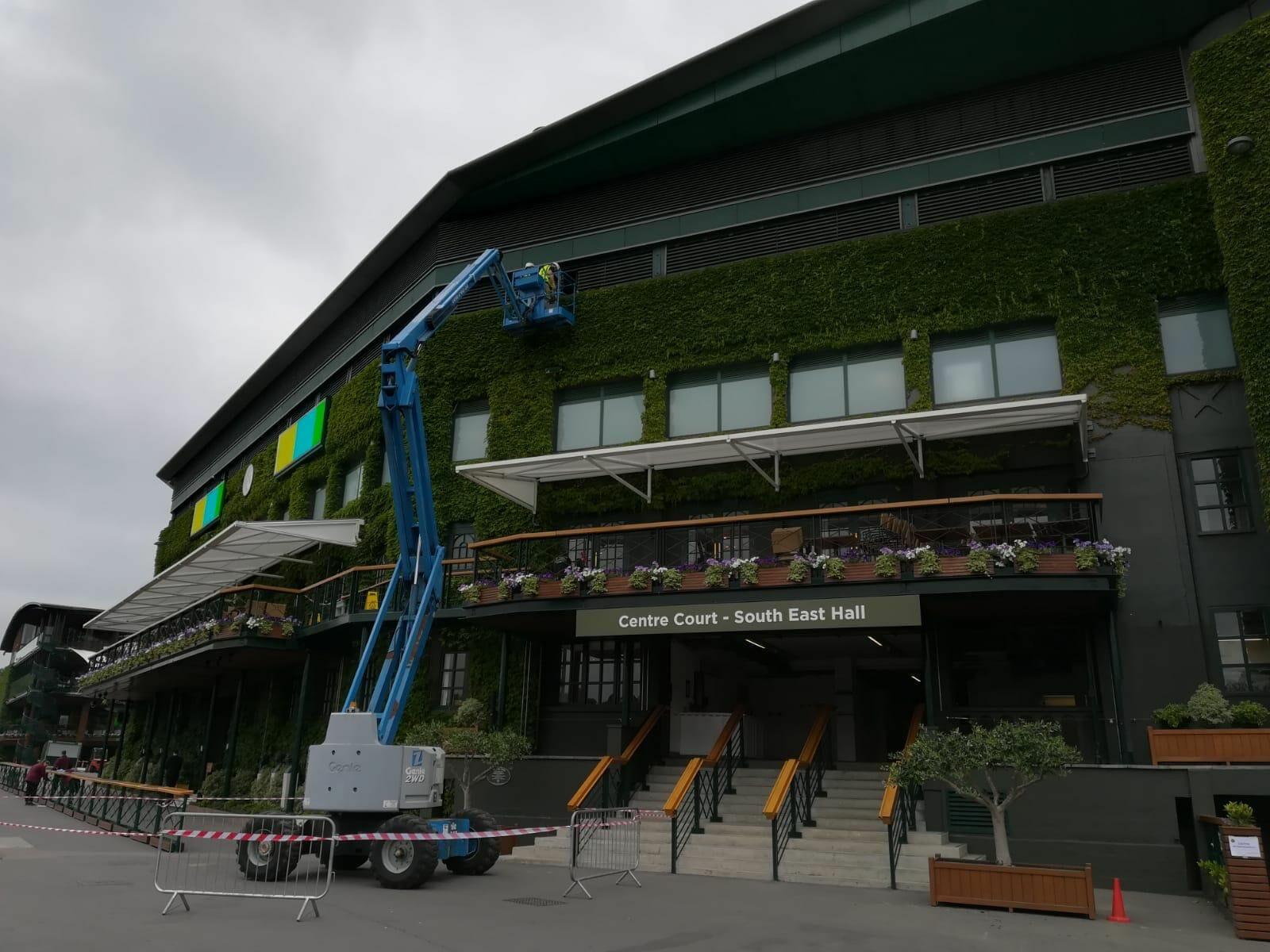 Beside Sport - Découvrez Wimbledon avant le tournoi - Pas de public dit forcément travaux...maudite grue -