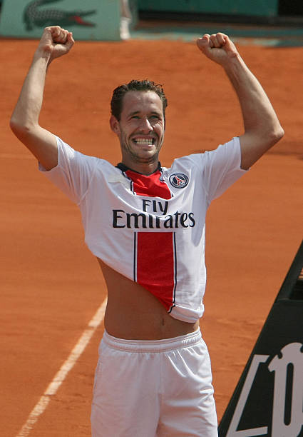 Beside Sport - Peut-on jouer au tennis avec un maillot de football? - Michael Llodra se qualifie pour les huitièmes de finale de Roland-Garros en 2008 -