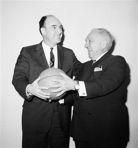 Beside Sport - Retour sur les 5 commissaires de l'histoire de la NBA - Ici à gauche -