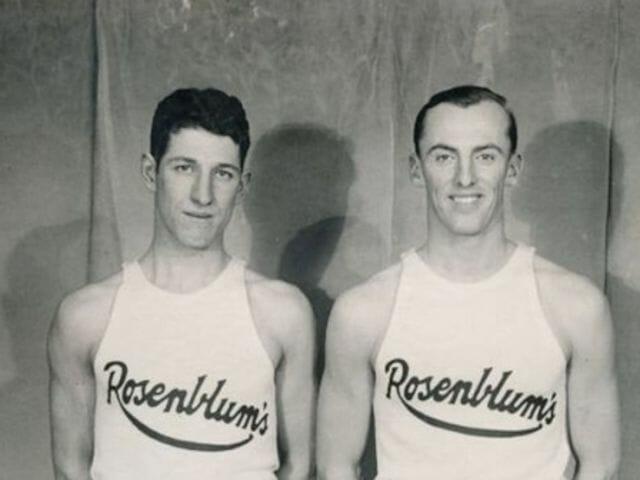 Beside Sport - Les 5 joueurs les plus vieux de l'histoire de la NBA - Ici à gauche -