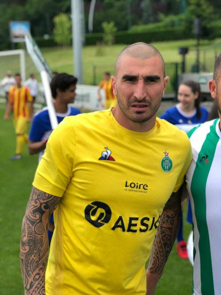 Beside Sport - Le Coq Sportif nous présente le nouveau maillot des Verts - Stéphane Ruffier se prête au jeu des photos -