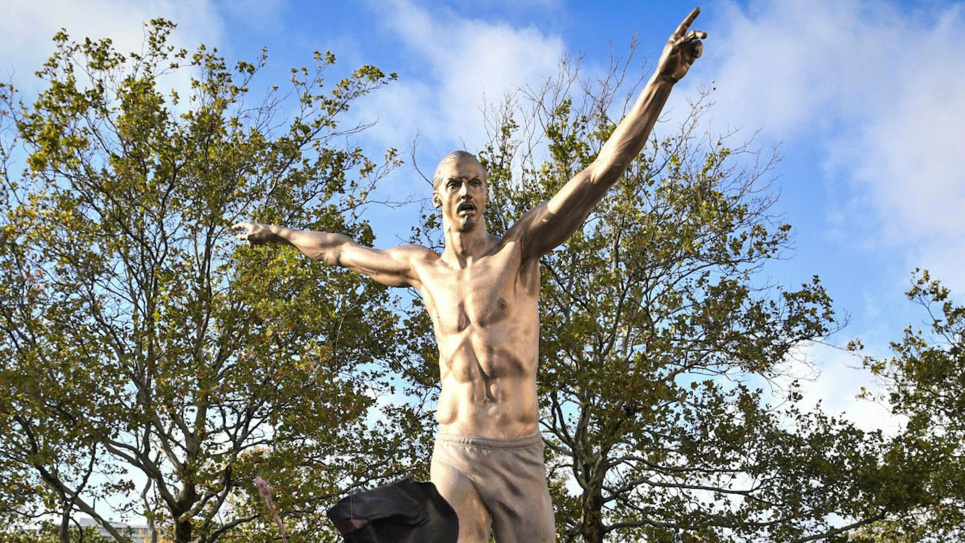 Ces footballeurs immortalisés en statues