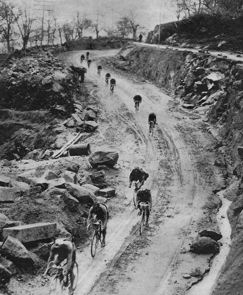 Beside Sport - Le maillot de leader de la Vuelta n'a pas toujours été rouge - Lors de la 6ème étape de la Vuelta 1936, c'est le belge Gustaaf Deloor qui porte le maillot orange de leader et qui s'imposera! -