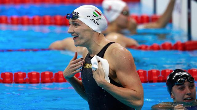 Beside Sport - Pourquoi certains nageurs portent 2 bonnets de bain? -