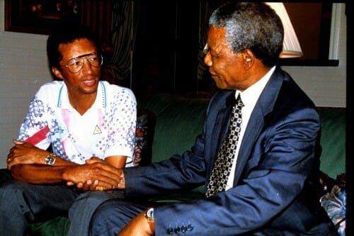 Beside Sport - Retour sur un monstre du sport: Arthur Ashe alias «Aces» - Arthur Ashe avec Nelson Mandela -