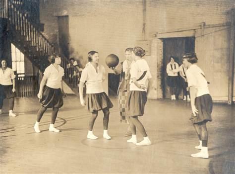 Beside Sport - Quand le basket féminin se jouait à 6vs6 et s'appelait le «Basquette» -  -