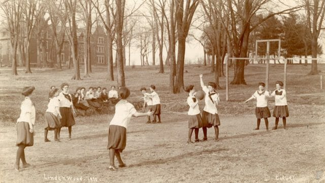 Beside Sport - Quand le basket féminin se jouait à 6vs6 et s'appelait le «Basquette» -