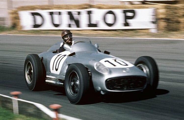 Beside Sport - L'histoire de Mercedes en F1 - Juan Manuel Frangio au volant de sa Mercedes-Benz W196 -