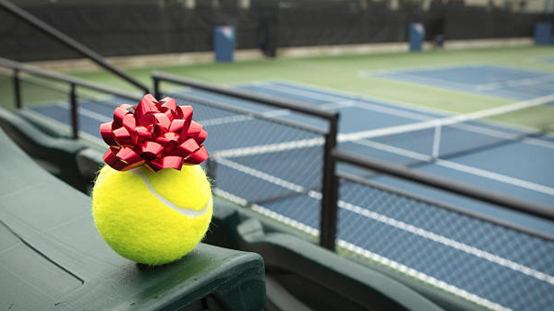 Les cadeaux qui feront plaisir à un tennisman pour Noël