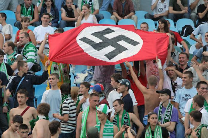Beside Sport - Ces signes extrémistes que l'on peut voir dans le football -  -