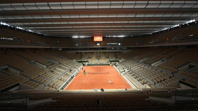 Beside Sport - Quels sont les stades de tennis qui possèdent un toit rétractable? -