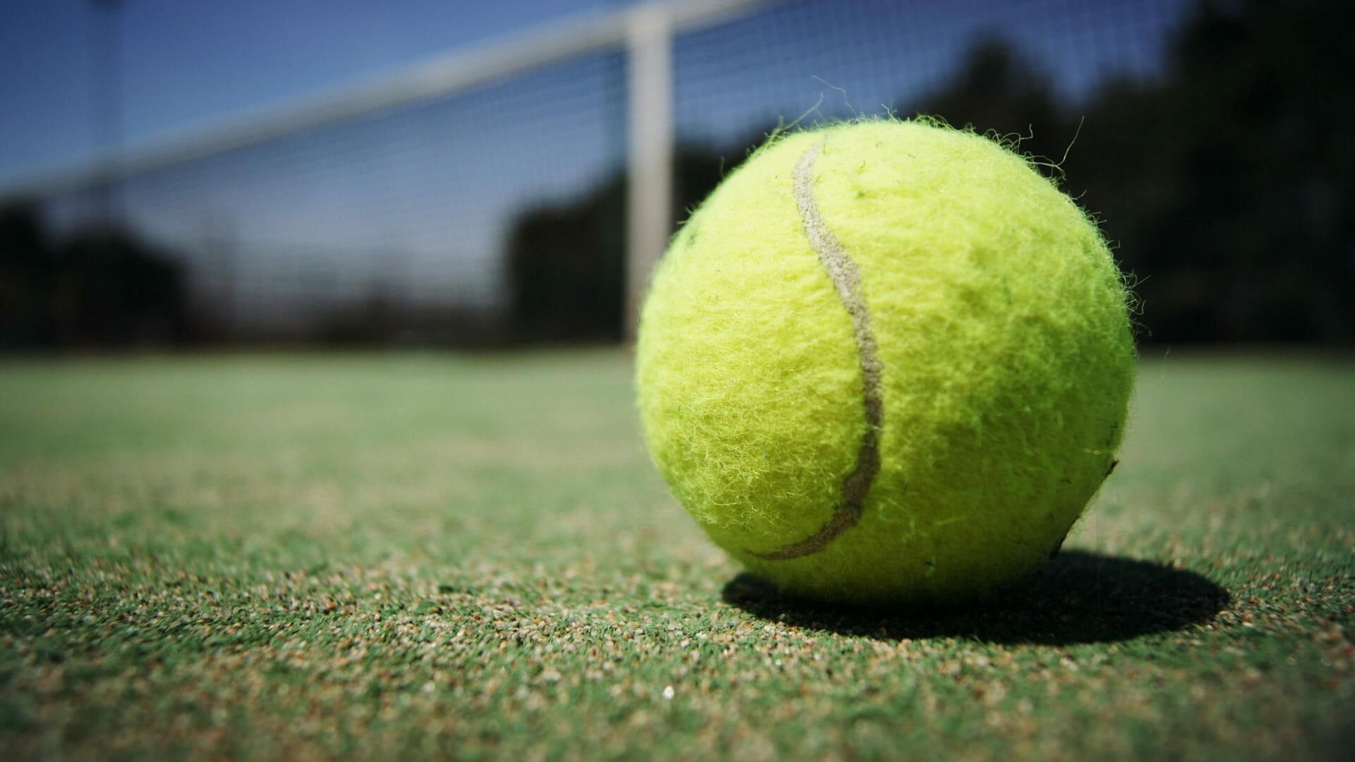 Beside Sport - Comment sont fabriquées les balles de tennis? -