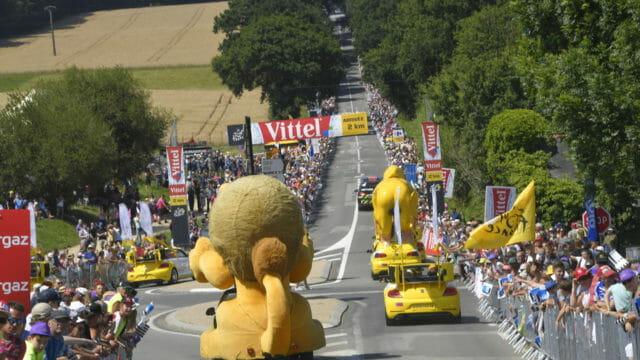 Beside Sport - Les voitures du tour de France les plus insolites -
