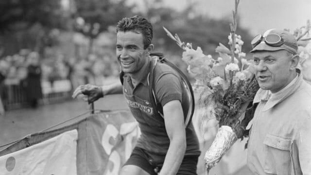 Beside Sport - Le Tour de France et ses rites quotidiens depuis plus de 100 ans. -