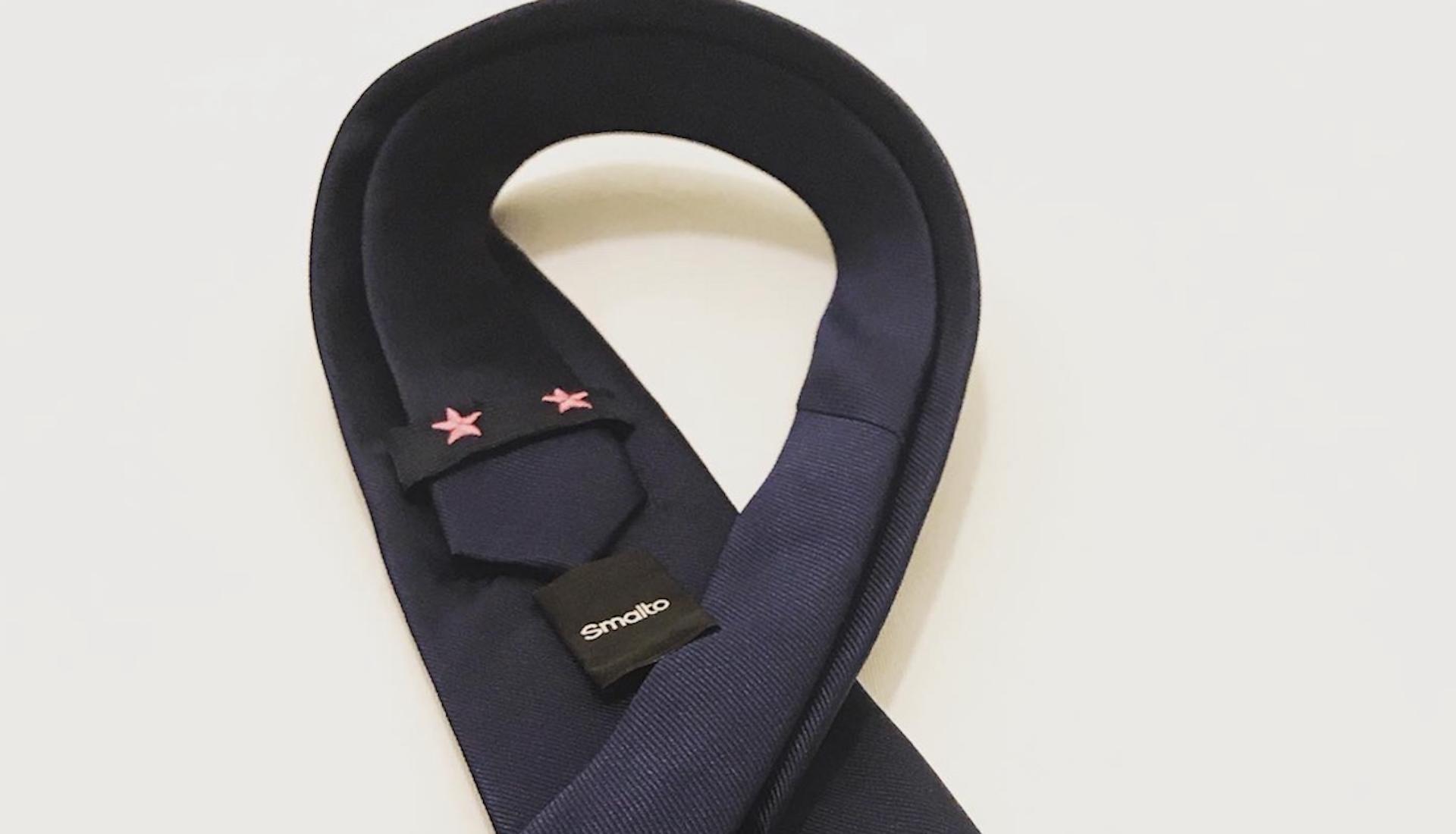Smalto lance une cravate «2 étoiles roses» pour une bonne cause
