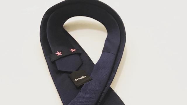 Beside Sport - Smalto lance une cravate «2 étoiles roses» pour une bonne cause -