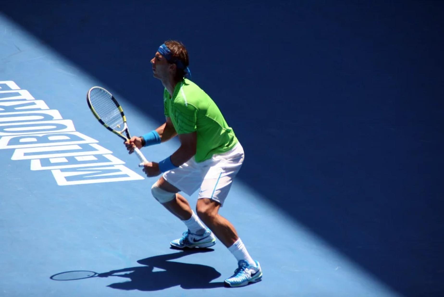 Beside Sport - Quelles marques équipent les meilleurs tennismen? - Nadal est fidèle à la marque américaine. -