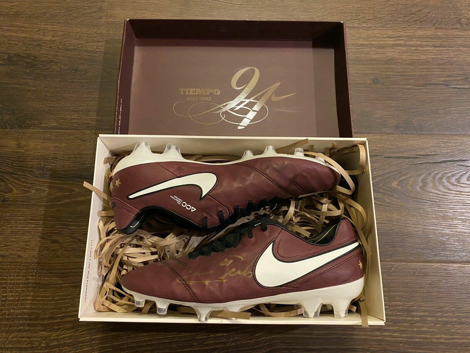 Beside Sport - Quelles sont les chaussures de football les plus chères de tous les temps? -  -
