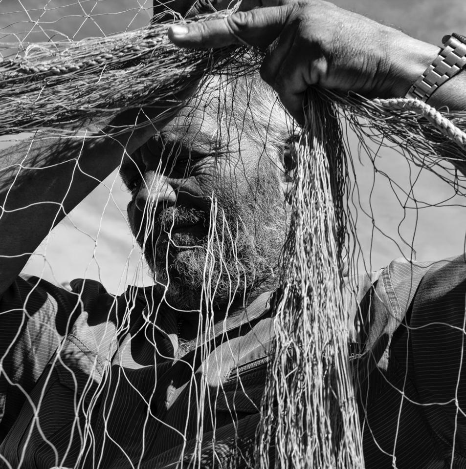 Beside Sport - Nikos Aliagas face à la mer - Le pêcheur: Gilles Dubbiosi – Vieux Port, Cannes ©Nikos Aliagas -