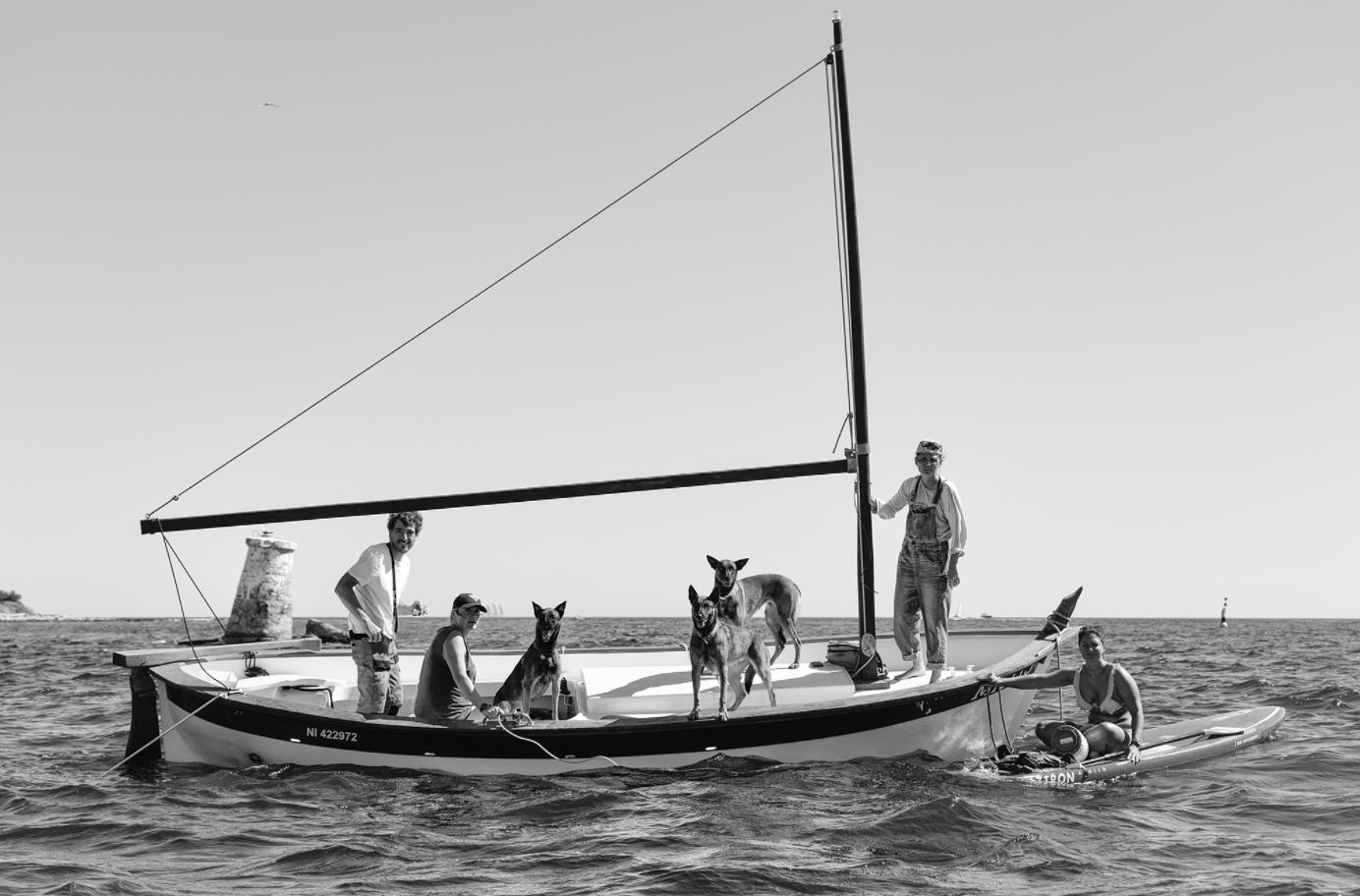 Beside Sport - Nikos Aliagas face à la mer - Chiens de mer – Phare de Batéguier, Cannes ©Nikos Aliagas -