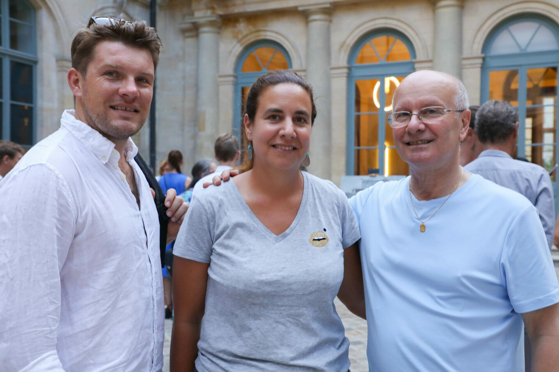 Beside Sport - La Colonne Vendôme prise sous tous les angles - Le ténor Stanislas de Barbeyrac, sa belle-soeur Anne de Barbeyrac Directrice de la Banque Swiss Life et Jean-François Fortchantre (De gauche à droite) -