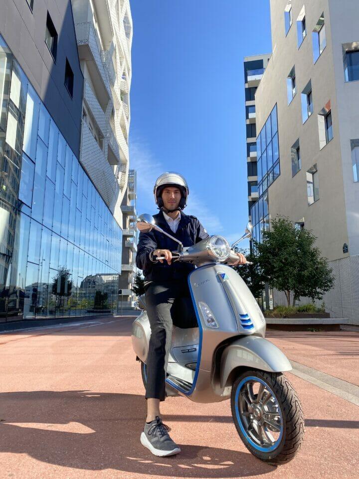 Beside Sport - Episode 75001 en Vespa Elettrica - Prêt à aller découvrir le 1er arrondissement de Paris -